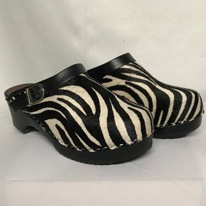Hannah Anderson leather clogs